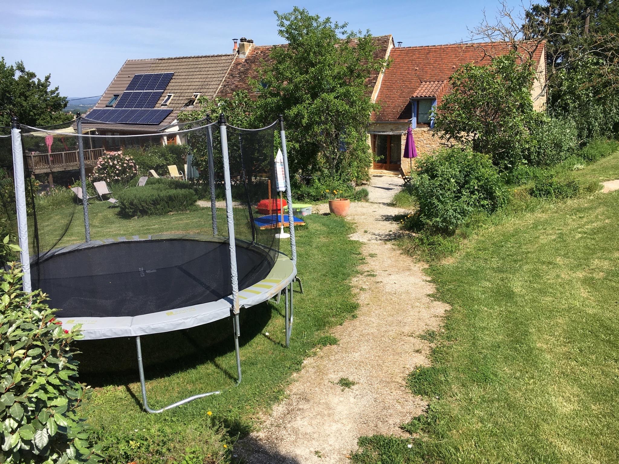 trampoline-piscine-jeux